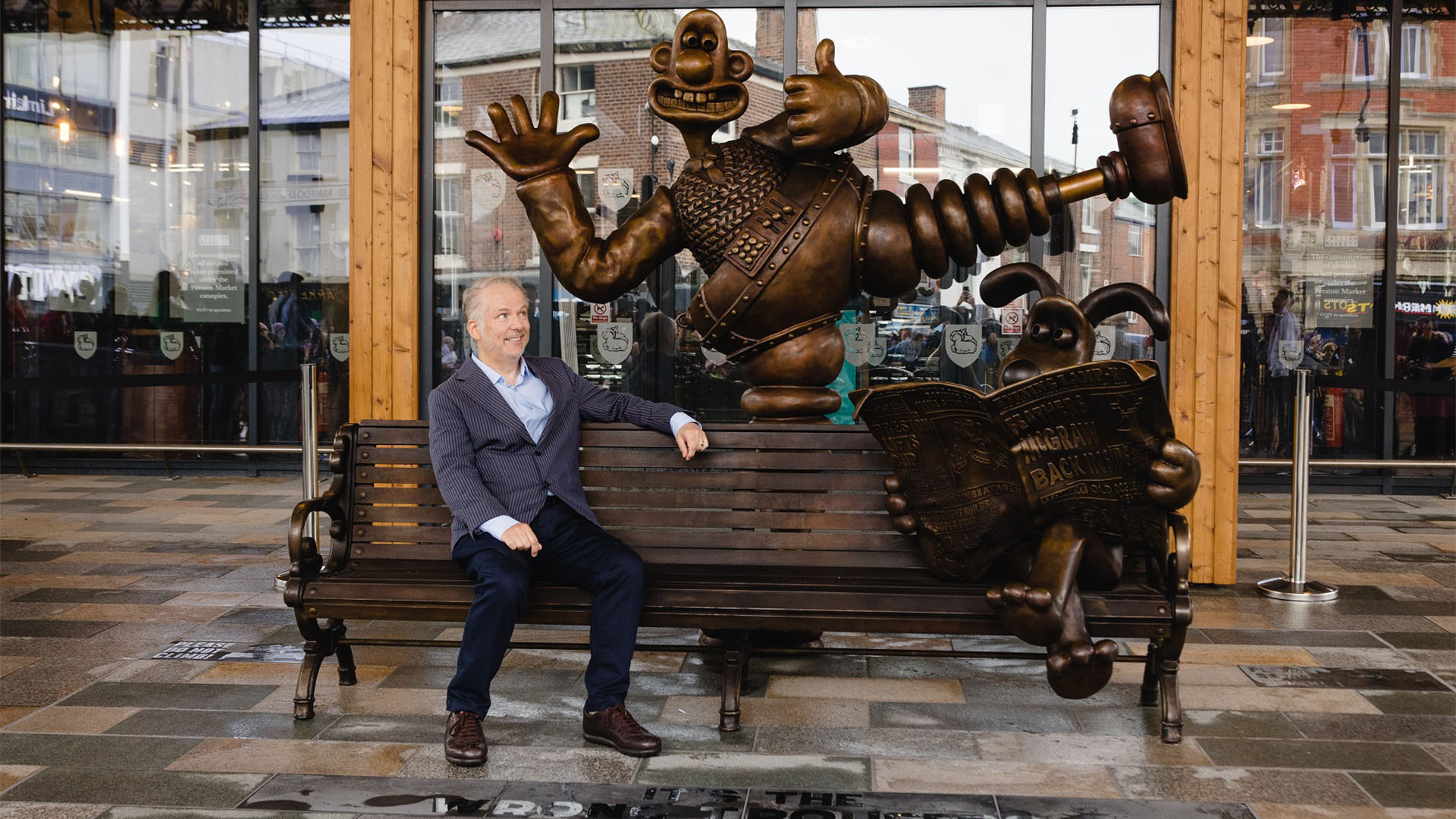 New Wallace & Gromit bench sculpture officially unveiled in Preston by Nick Park